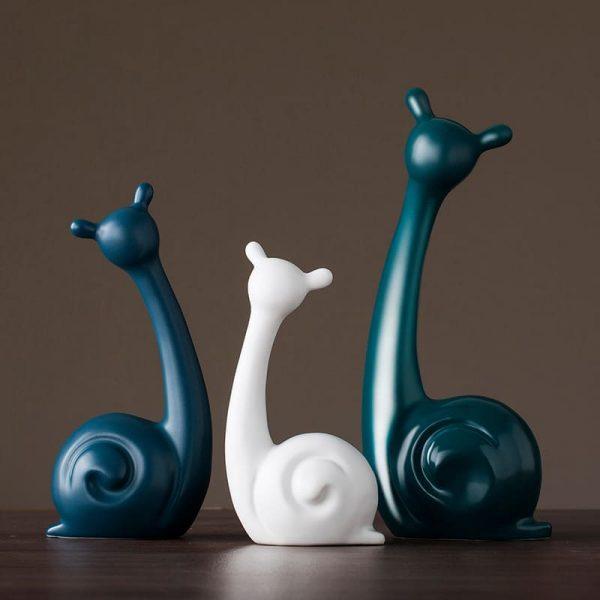 Decoratiuni si figurine din ceramica.