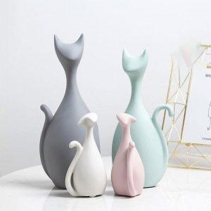 Decoratiune pisici din ceramica. Pisici colorate. Familie de pisici din 4 membri.