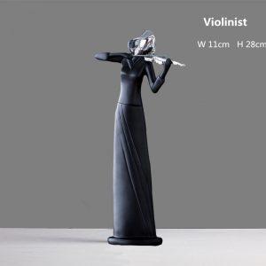Statuera rasina reprezentand un violonist