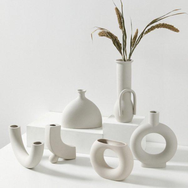 Vaze moderne de culoare crem